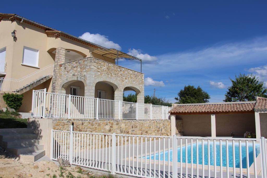 Location maison villa de luxe rh ne alpes vacances de prestige demeures de charme for Location luxe vacances
