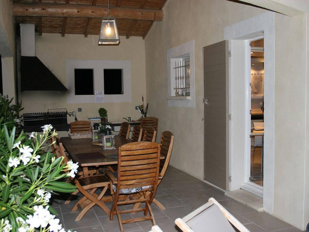 location maison saumane de vaucluse 12 personnes d s. Black Bedroom Furniture Sets. Home Design Ideas