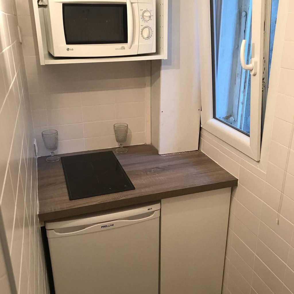 location meubl e studio 30 m paris 16e 30 m de particulier particulier pap. Black Bedroom Furniture Sets. Home Design Ideas