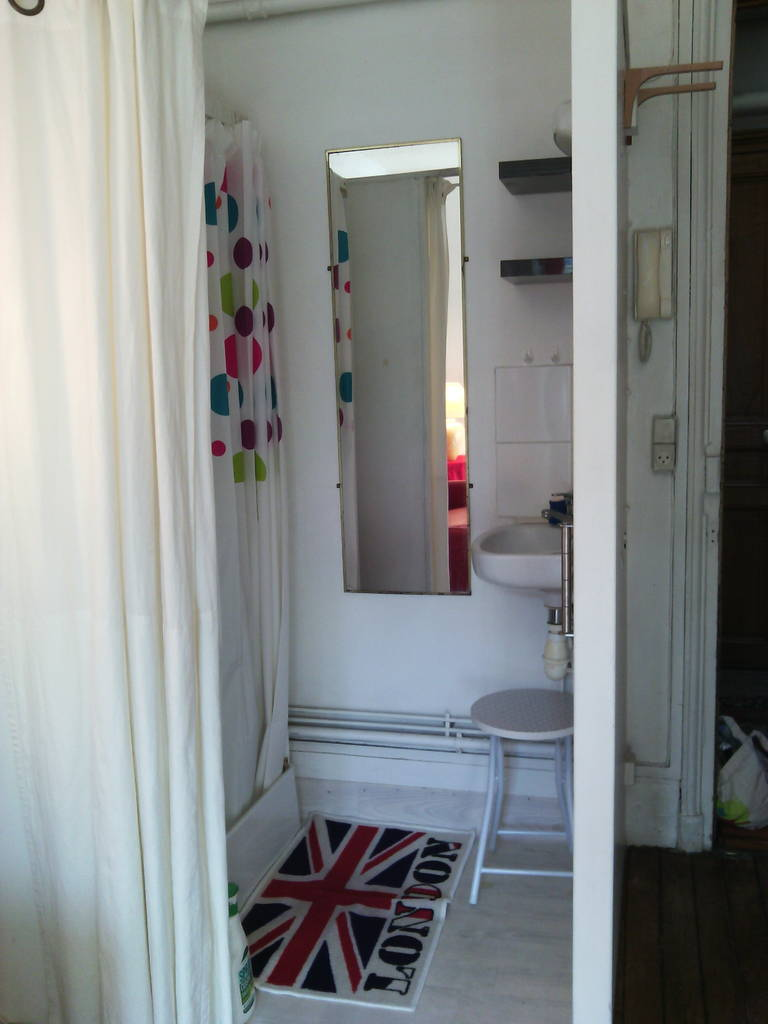 location meubl e studio 13 m paris 15e 13 m 680 de particulier particulier pap. Black Bedroom Furniture Sets. Home Design Ideas