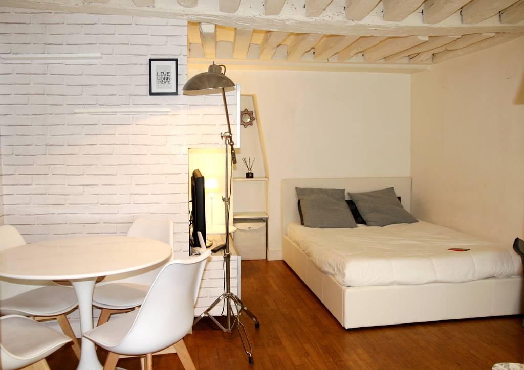 location meubl e studio 21 m paris 21 m de particulier particulier pap. Black Bedroom Furniture Sets. Home Design Ideas