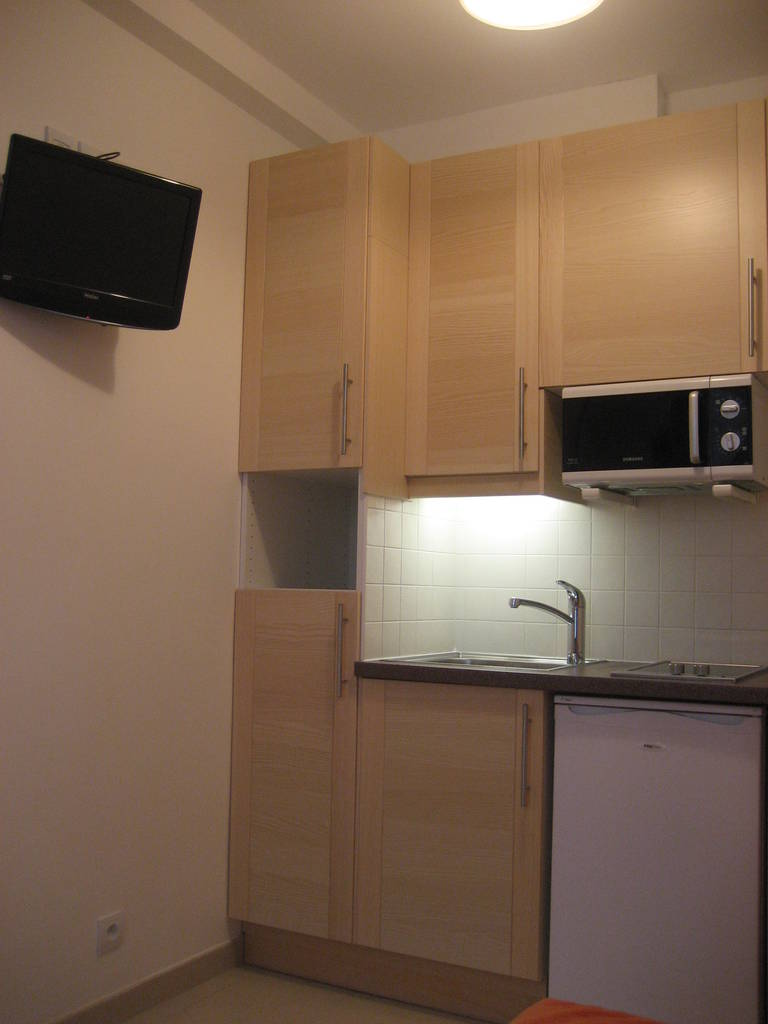location meubl e studio 13 m paris 16e 13 m 640 e de particulier particulier pap. Black Bedroom Furniture Sets. Home Design Ideas