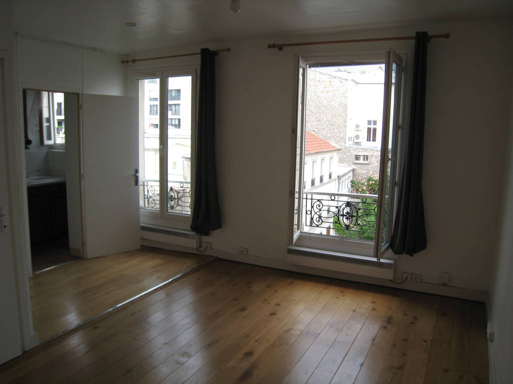 location studio 26 m issy les moulineaux 92130 26 m 735 e de particulier particulier. Black Bedroom Furniture Sets. Home Design Ideas