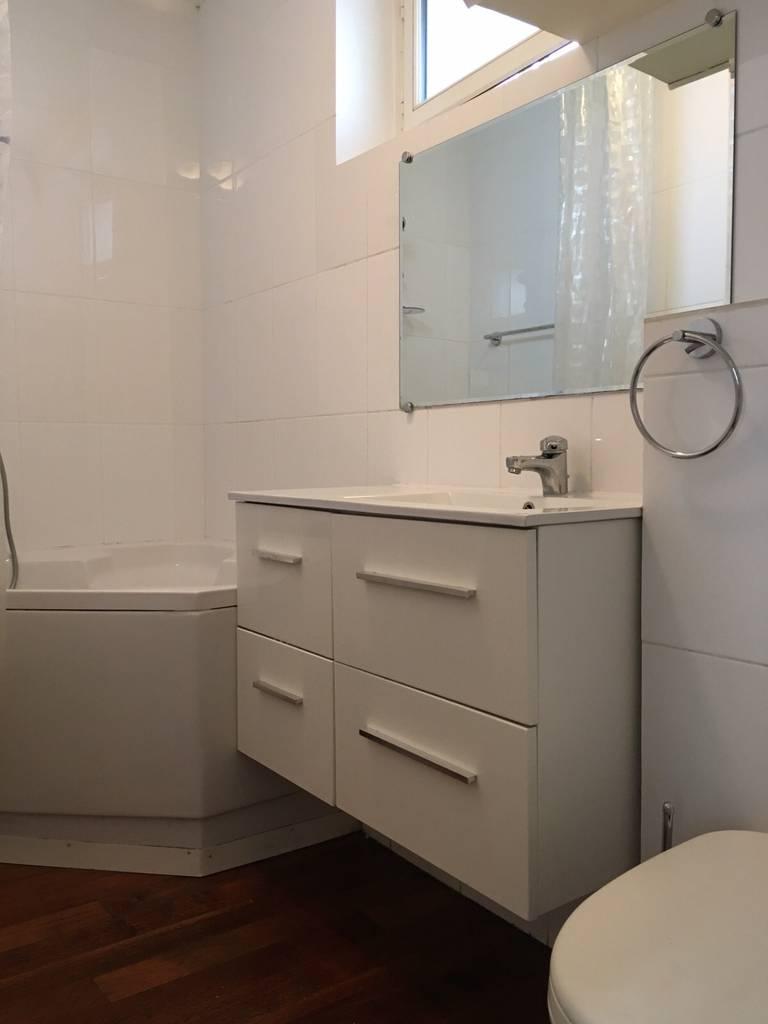 location meubl e appartement 2 pi ces 26 m paris 18e 26 m 730 e de particulier. Black Bedroom Furniture Sets. Home Design Ideas