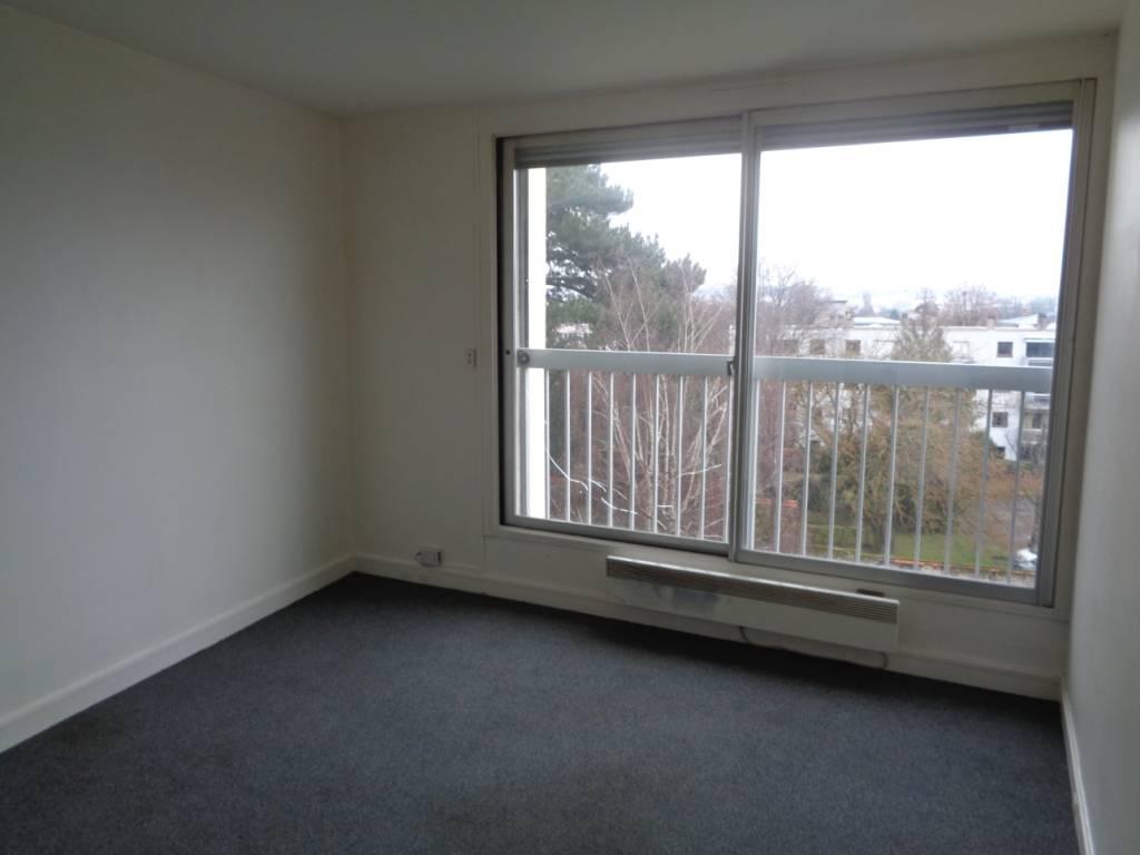 location studio 20 m chatou 78400 20 m 545 e de. Black Bedroom Furniture Sets. Home Design Ideas