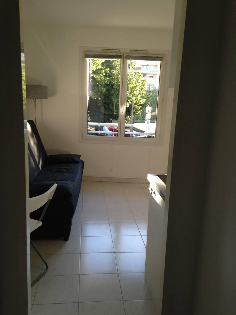 location meubl e studio 17 m nice 06 17 m 550 e de particulier particulier pap. Black Bedroom Furniture Sets. Home Design Ideas