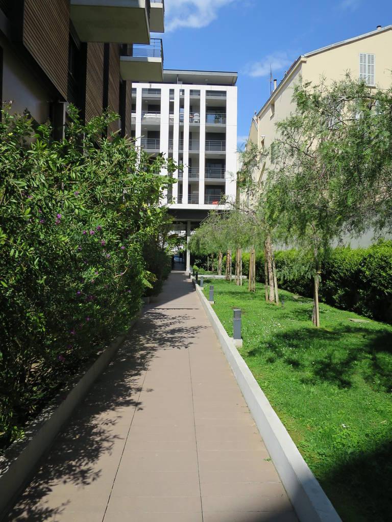 location meubl e appartement 2 pi ces 41 m nice 06 41 m e de particulier. Black Bedroom Furniture Sets. Home Design Ideas