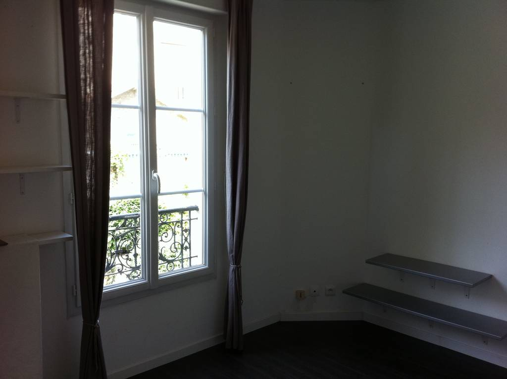 location appartement 2 pi ces 27 m la garenne colombes 92250 27 m 770 e de particulier. Black Bedroom Furniture Sets. Home Design Ideas
