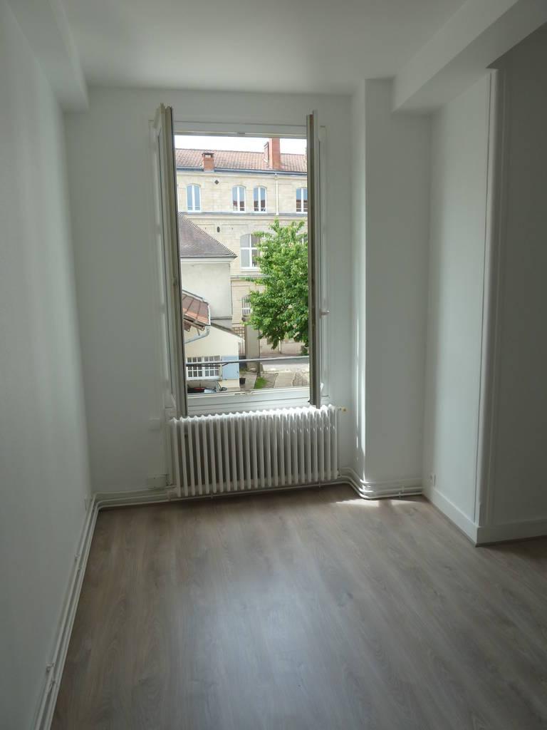 location appartement 2 pi ces 45 m rueil malmaison 92500 45 m e de particulier. Black Bedroom Furniture Sets. Home Design Ideas
