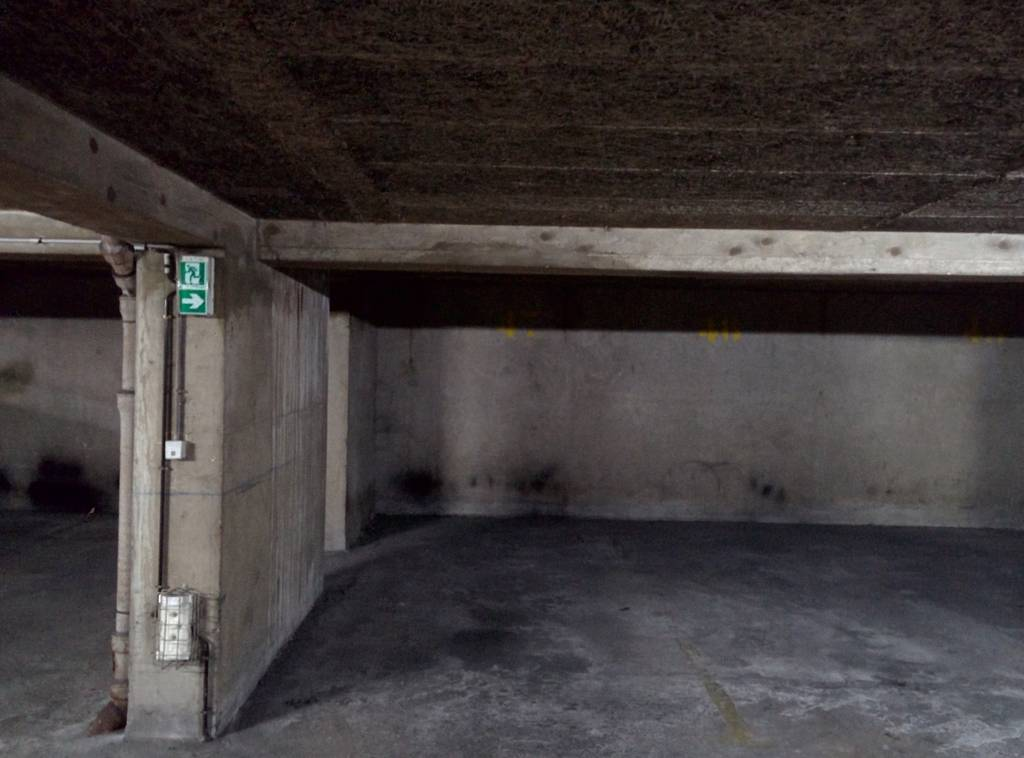 Location garage parking paris 14e 100 e de for Location garage 14