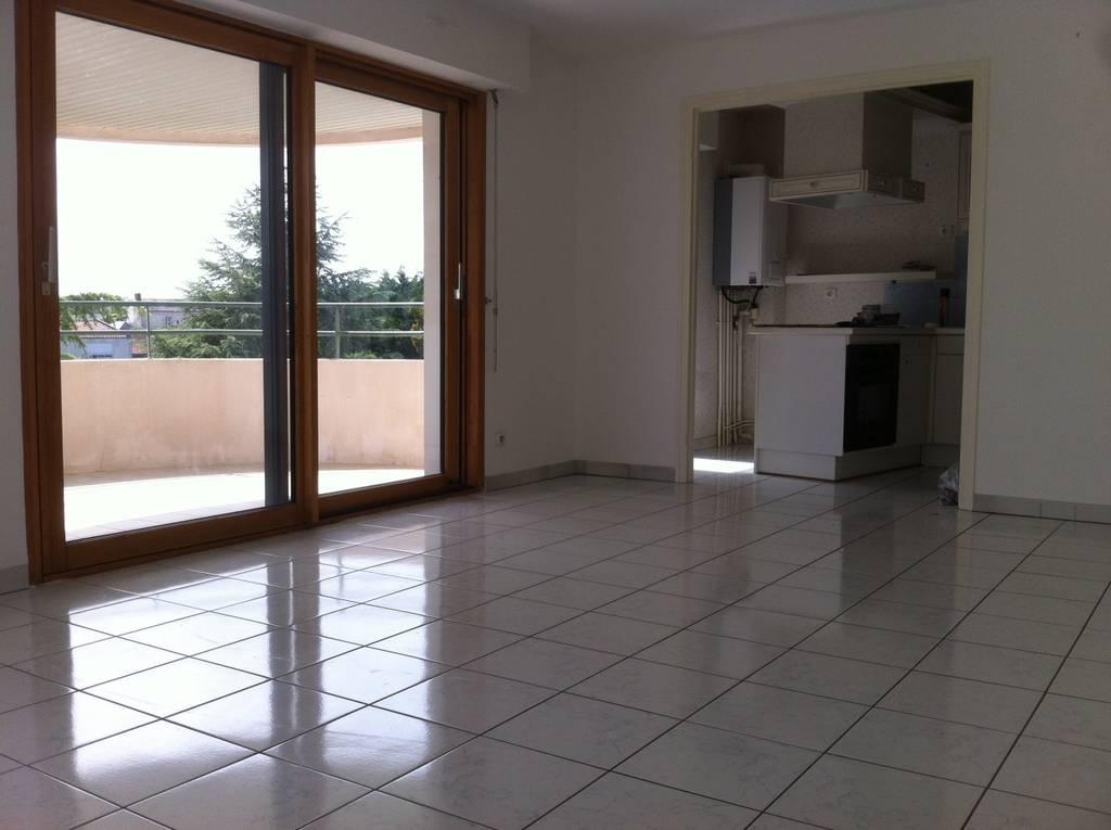 location appartement 3 pi ces 75 m la roche sur yon 85000 75 m 615 e de particulier. Black Bedroom Furniture Sets. Home Design Ideas