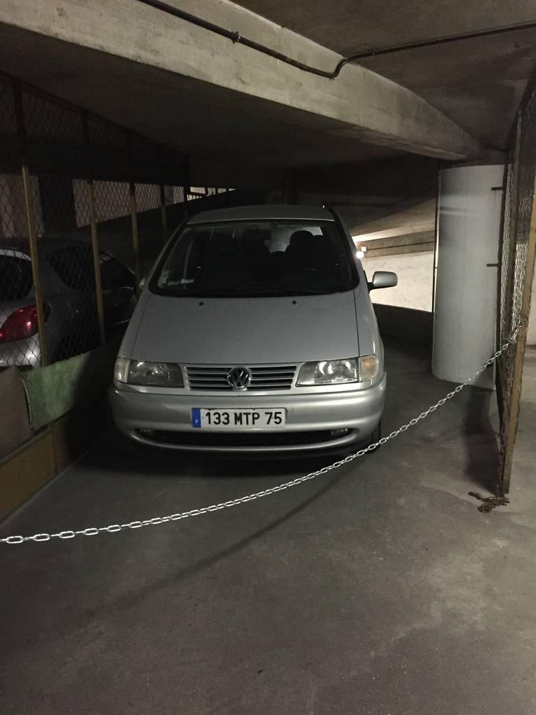 Location garage parking paris 14e 180 e de for Location garage 14