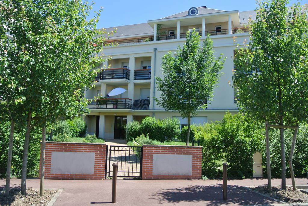 location appartement 3 pi ces 79 m saint jean de la ruelle 45140 79 m 750 e de. Black Bedroom Furniture Sets. Home Design Ideas