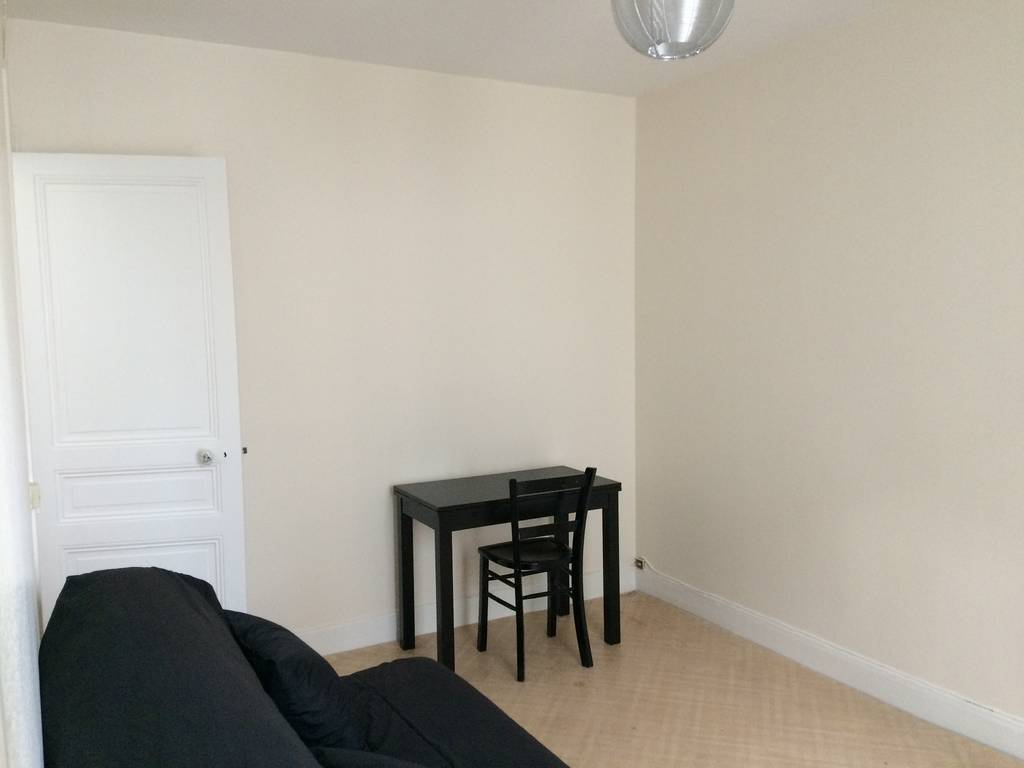 location meubl e studio 17 m paris 20e 17 m 700 e de particulier particulier pap. Black Bedroom Furniture Sets. Home Design Ideas