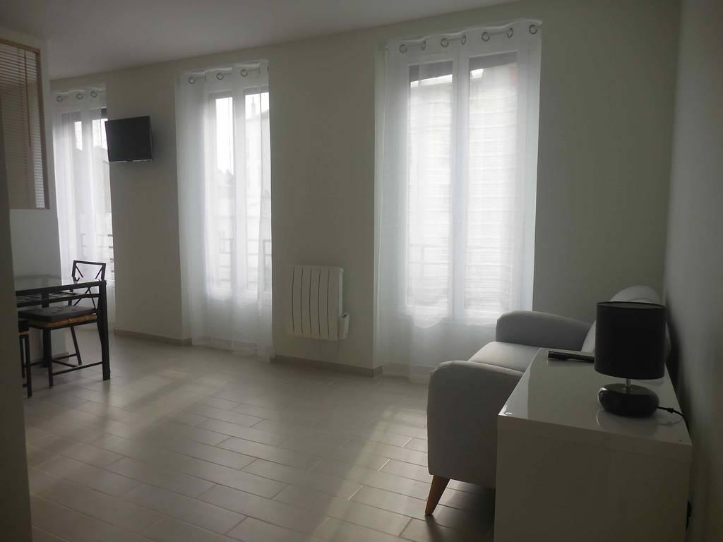 Location meubl e studio 28 m vincennes 94300 28 m for Location meuble vincennes