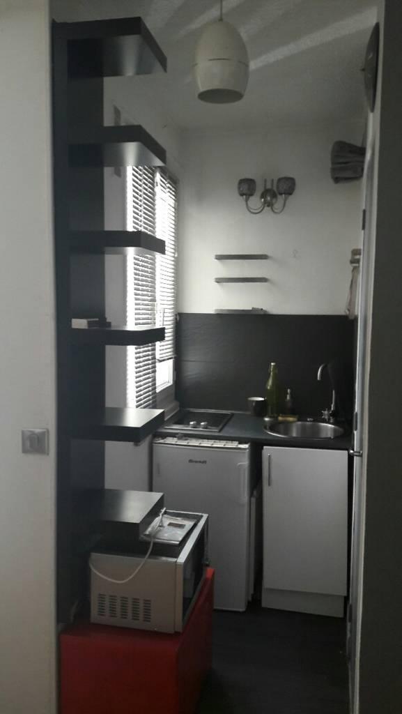 location meubl e studio 17 m paris 11e 17 m 690 e de particulier particulier pap. Black Bedroom Furniture Sets. Home Design Ideas