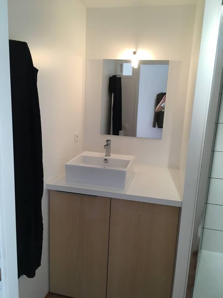location meubl e chambre 30 m lyon 1er 30 m 720 e de particulier particulier pap. Black Bedroom Furniture Sets. Home Design Ideas
