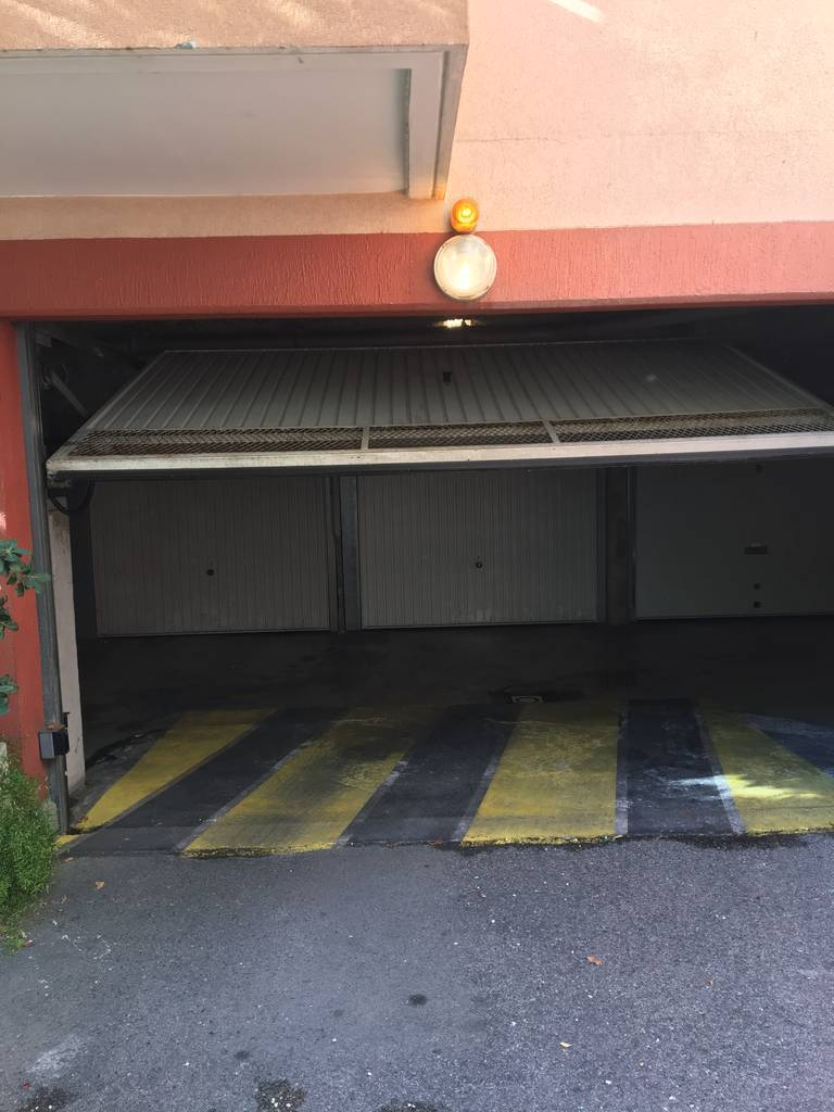 Location garage parking nice 06 125 e de for Location box garage particulier