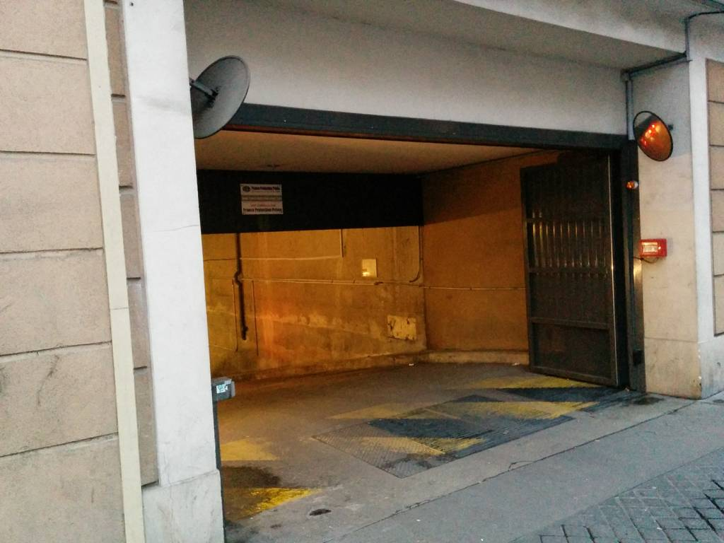 Location garage parking paris 19e 120 e de for Location box garage particulier