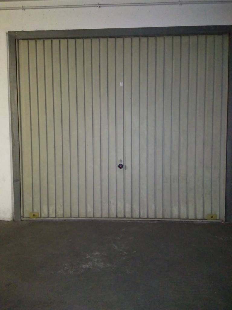 Location garage parking paris 15e 140 e de for Garage suffren paris 15