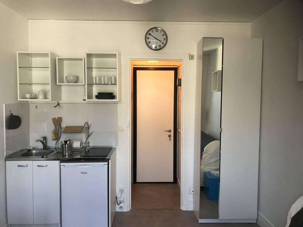 location meubl e studio 14 m paris 20e 14 m 600 e de particulier particulier pap. Black Bedroom Furniture Sets. Home Design Ideas