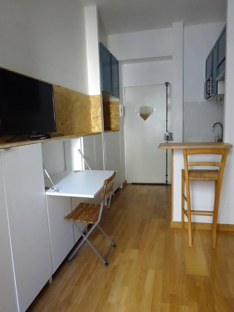 Location meubl e studio 17 m paris 10e 17 m 735 e for Location meuble paris 17 particulier
