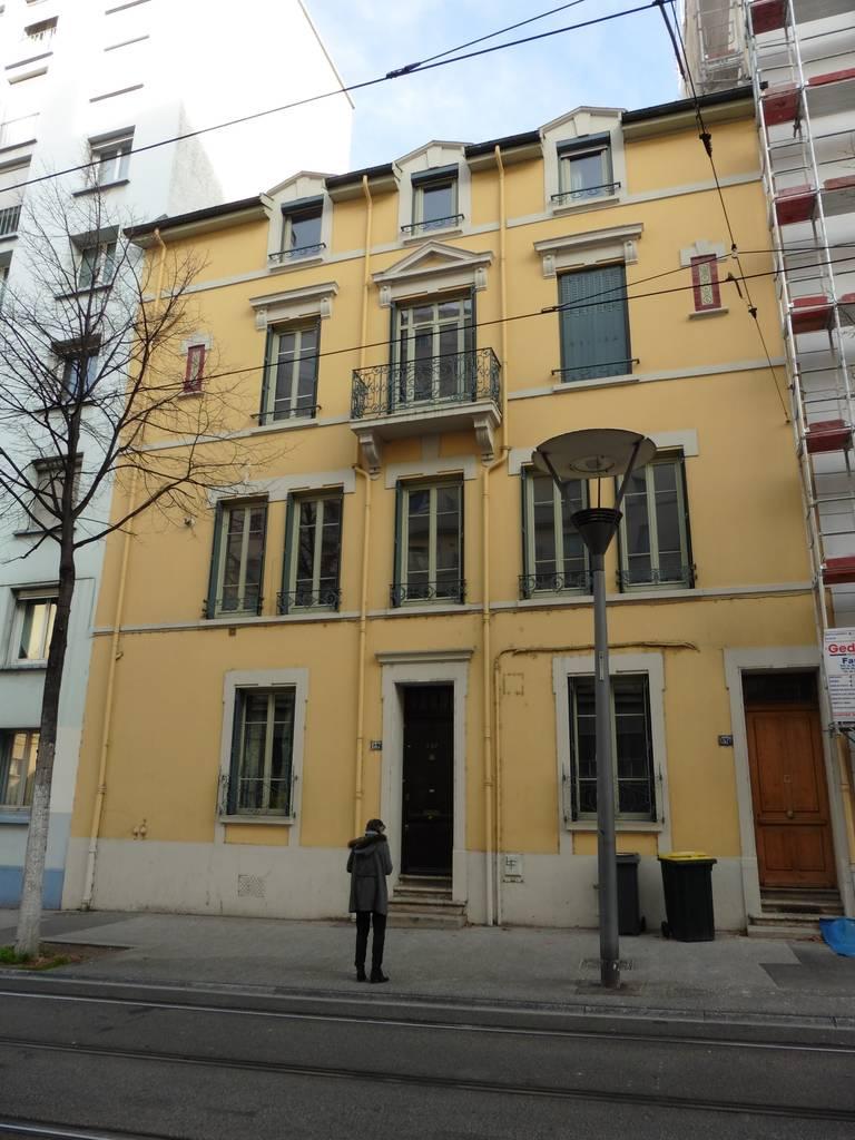 location appartement 4 pi ces 75 m lyon 7e 75 m 910 e de particulier particulier pap. Black Bedroom Furniture Sets. Home Design Ideas