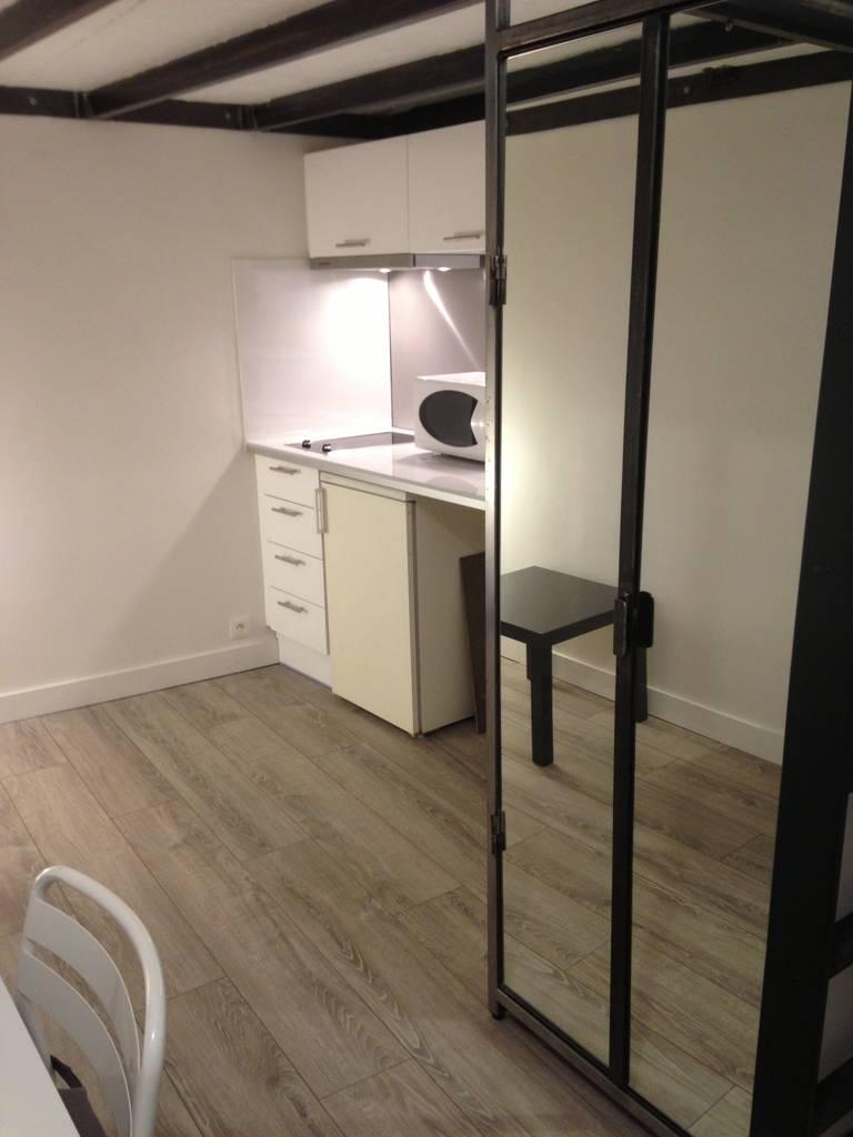 location meubl e studio 11 m paris 6e 11 m 800 e de particulier particulier pap. Black Bedroom Furniture Sets. Home Design Ideas