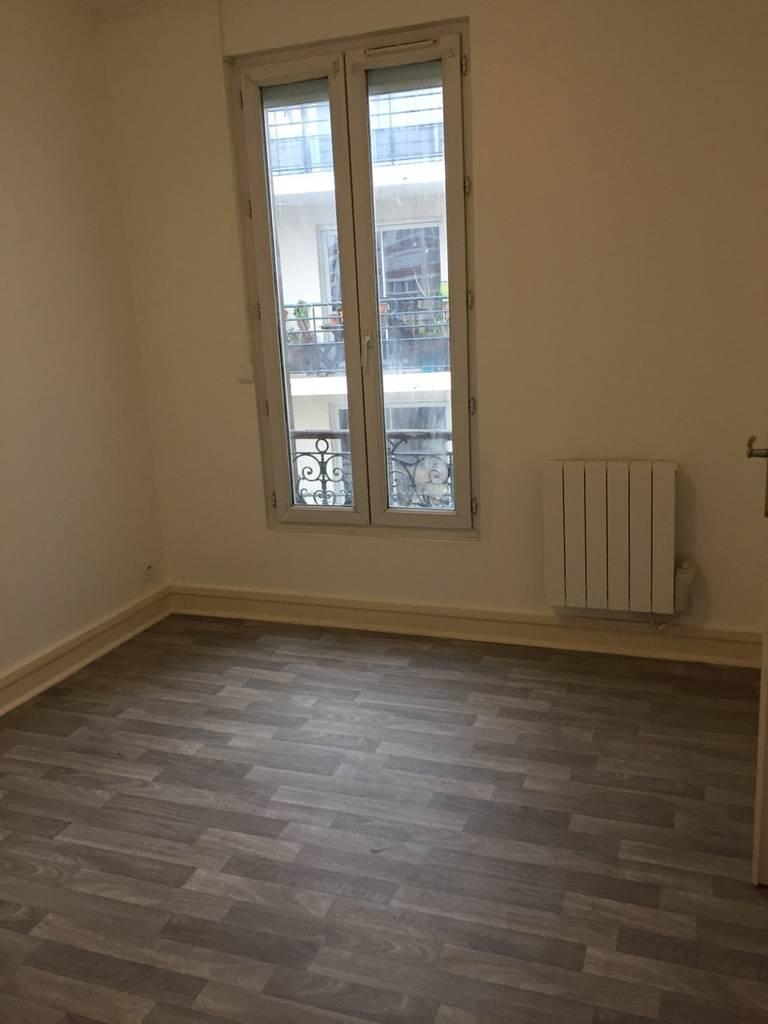 location appartement 2 pi ces 26 m le pre saint gervais 26 m 705 e de particulier. Black Bedroom Furniture Sets. Home Design Ideas