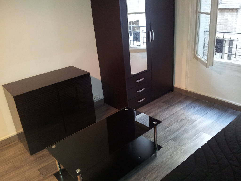 Location meubl e studio 17 m paris 15e 17 m 790 e for Location meuble paris 17 particulier