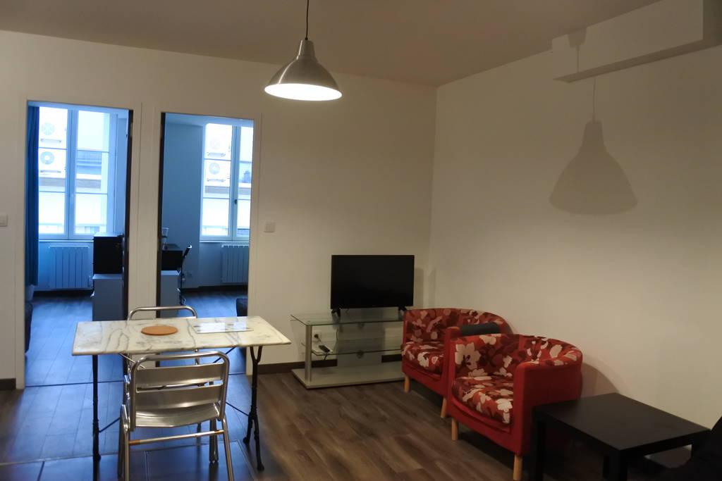 location meubl e appartement 3 pi ces 46 m lyon 9e 46 m 900 e de particulier. Black Bedroom Furniture Sets. Home Design Ideas
