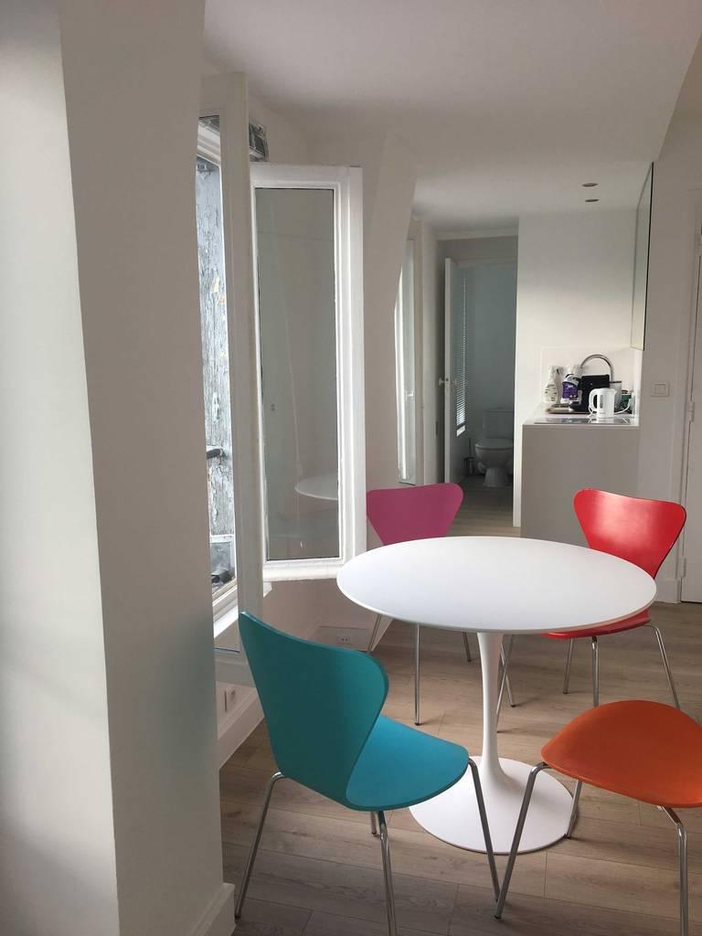 location meubl e studio 27 m paris 17e 27 m e de particulier particulier pap. Black Bedroom Furniture Sets. Home Design Ideas