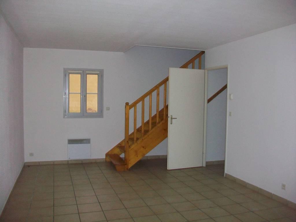 location maison 81 m chevannes 89240 81 m 600 e de particulier particulier pap. Black Bedroom Furniture Sets. Home Design Ideas