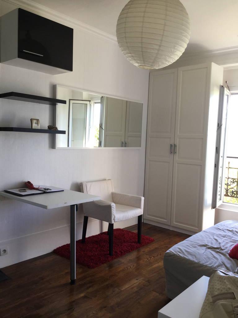 location meubl e studio 13 m paris 15e 13 m 600 e de particulier particulier pap. Black Bedroom Furniture Sets. Home Design Ideas