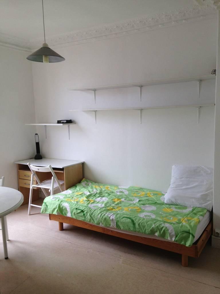 location meubl e studio 11 m paris 16e 11 m 555 e de particulier particulier pap. Black Bedroom Furniture Sets. Home Design Ideas