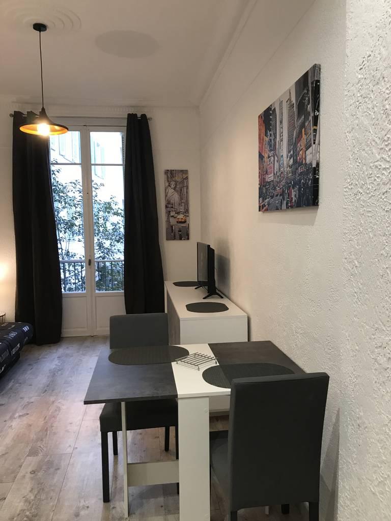 location meubl e studio 18 m nice 06 18 m 590 e de particulier particulier pap. Black Bedroom Furniture Sets. Home Design Ideas