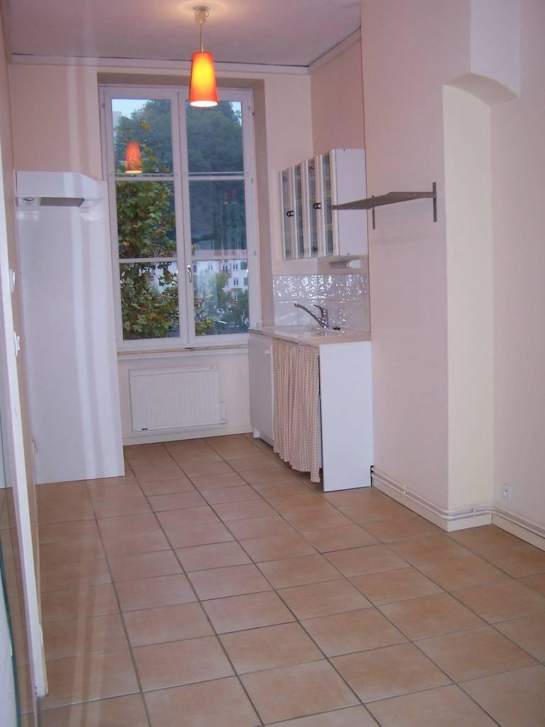 location chambre 34 m lyon 9e 34 m 510 e de particulier particulier pap. Black Bedroom Furniture Sets. Home Design Ideas