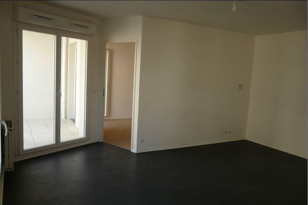 location appartement 3 pi ces 57 m cergy 95 57 m 950 e de particulier particulier pap. Black Bedroom Furniture Sets. Home Design Ideas