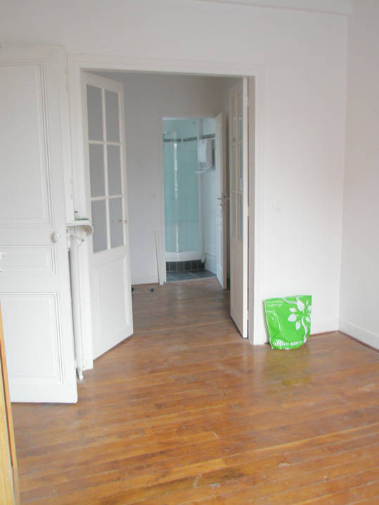 location appartement 2 pi ces 28 m levallois perret 92300 28 m 940 e de particulier. Black Bedroom Furniture Sets. Home Design Ideas
