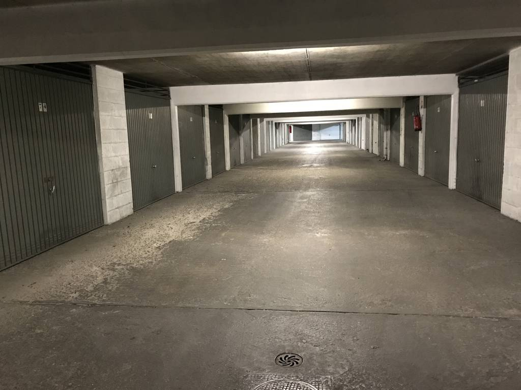 Location garage parking paris 14e 150 e de for Location garage 14