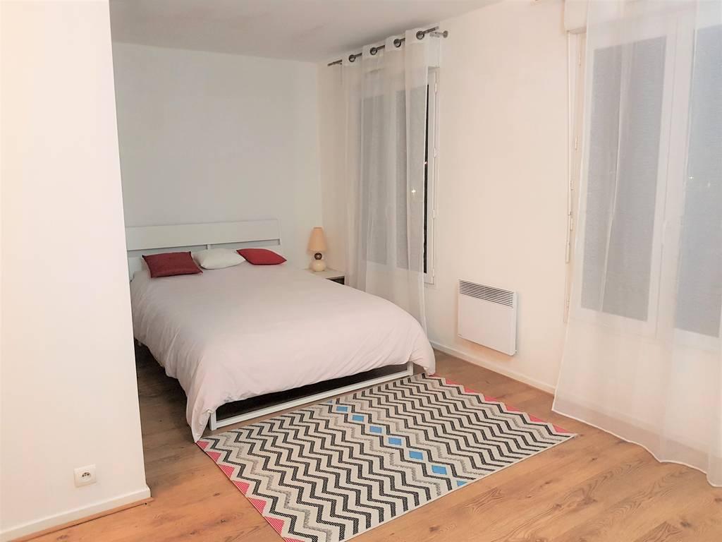 location studio 32 m massy 91300 32 m 720 e de. Black Bedroom Furniture Sets. Home Design Ideas