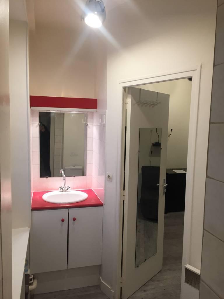 Location meubl e maison 17 m paris 12e 17 m 720 e for Location meuble paris 17 particulier