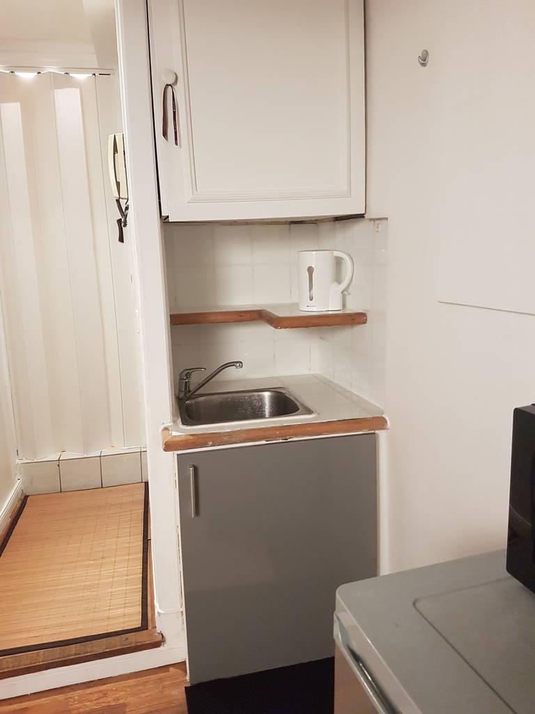 location meubl e studio 9 m saint germain en laye 78100 9 m 450 e de particulier. Black Bedroom Furniture Sets. Home Design Ideas