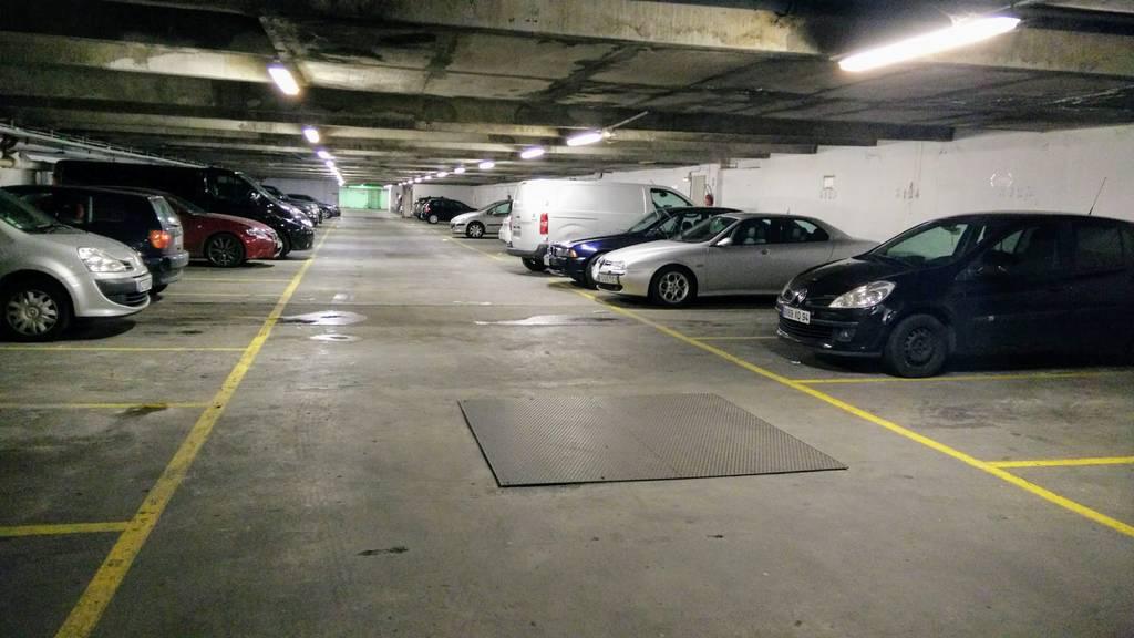 Location garage parking paris 13e 110 e de for Location garage 14