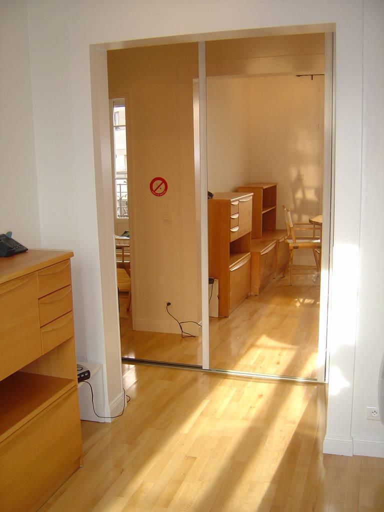 location appartement 2 pi ces 30 m levallois perret 92300 30 m 880 e de particulier. Black Bedroom Furniture Sets. Home Design Ideas