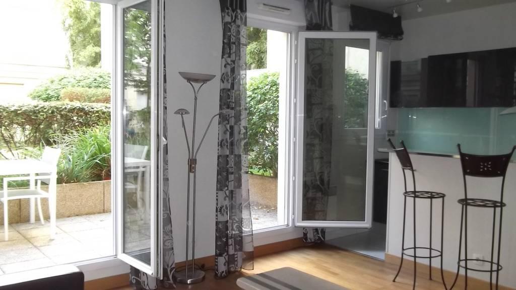 location meubl e studio 31 m paris 15e 31 m de particulier particulier pap. Black Bedroom Furniture Sets. Home Design Ideas