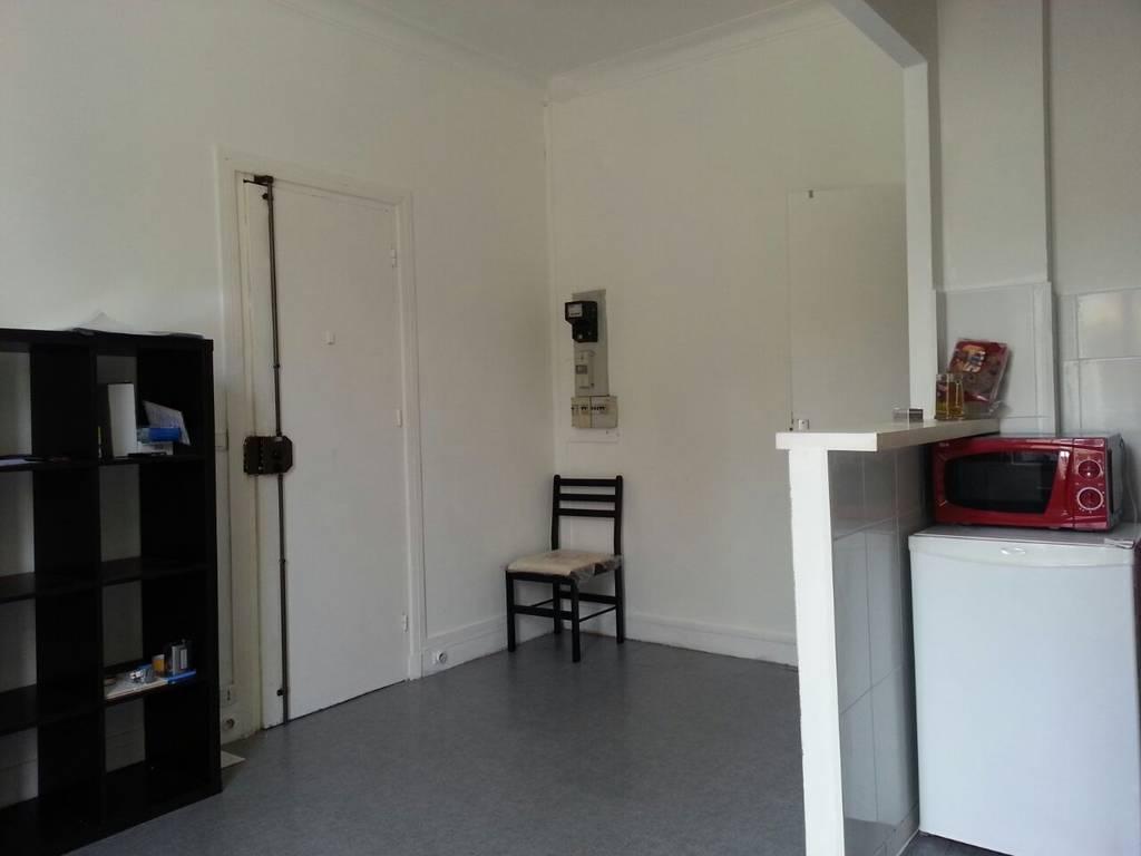 location meubl e studio 20 m paris 15e 20 m 880 de particulier particulier pap. Black Bedroom Furniture Sets. Home Design Ideas