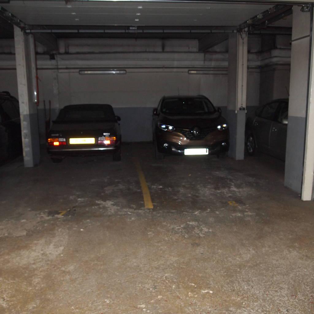 location garage parking paris 15e 110 de particulier particulier pap. Black Bedroom Furniture Sets. Home Design Ideas