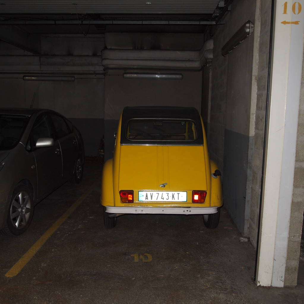 Location garage parking paris 15e 110 de for Location box garage particulier