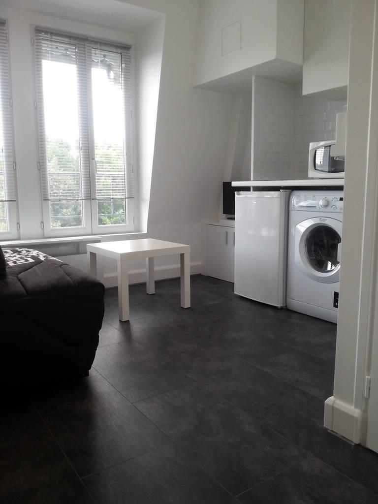 Location meubl e studio 15 m clichy 92110 15 m 650 for Chambre a louer sherbrooke sans bail